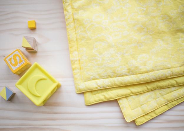couverture-naissance-design-jaune-nuages