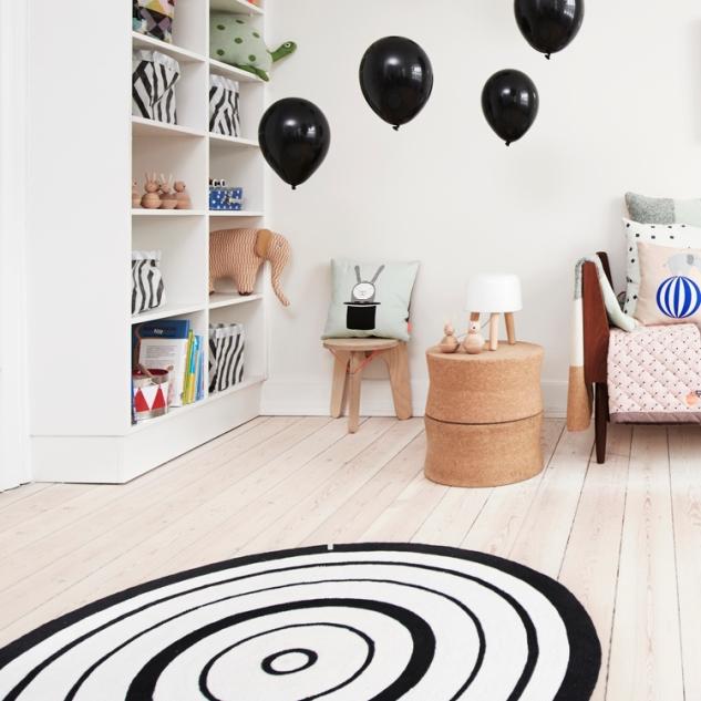 tapis-rond-noir-et-blanc