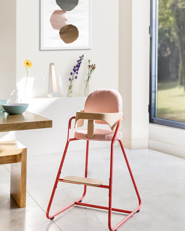 charlie-crane-chaise-haute-tibo-bright-red-269----cr--dit-louise-desrosiers-650x810
